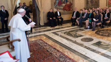 """""""Descartar a comida é descartar as pessoas"""", afirma o Papa Francisco"""