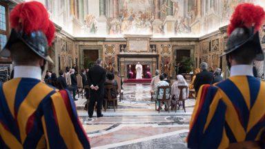 Papa à embaixadores: a fraternidade é mais poderosa que o ódio