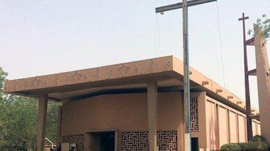 Manifestantes ateiam fogo em uma igreja cristã no Níger