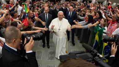 Papa encontra lideranças da Renovação Carismática na Sala Paulo VI