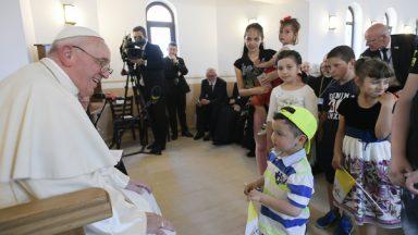 Papa aos ciganos: perdão por todas as vezes que os discriminamos