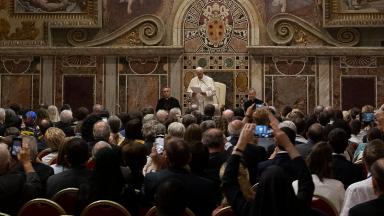 Aos médicos católicos, Papa indica