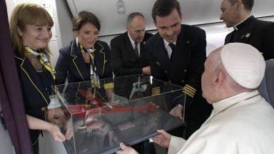 Ecumenismo se faz com obras de caridade e querendo-se bem, diz Papa