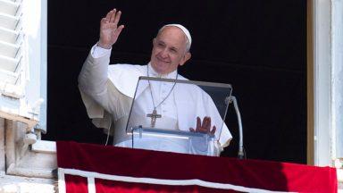 Angelus: é preciso coerência no 'ser cristão', diz Papa
