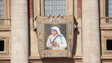 Igreja celebra 3 anos da canonização de Madre Teresa de Calcutá