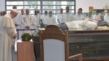 Papa Francisco visita Santuário do