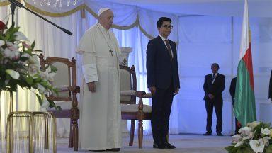 Em discurso, Papa pede que povo de Madagascar lute contra a corrupção