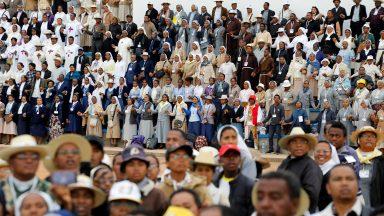 """Aos religiosos, Papa afirma: """"Feliz Igreja dos pobres e para os pobres"""