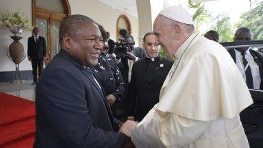 Cortesia: Papa visita o presidente de Moçambique