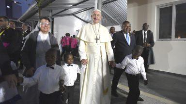 Moçambique: Papa visita centro de ajuda a crianças em situação de rua