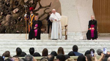 Assistência médica: Papa alerta para globalização da indiferença