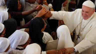 Papa visita o Mosteiro das Carmelitas Descalças de Madagascar