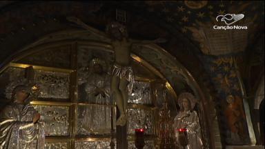 Fiéis e peregrinos vão ao Calvário na Festa da Exaltação da Santa Cruz