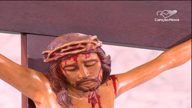 Fiéis se reúnem na Canção Nova para exaltar a Santa Cruz