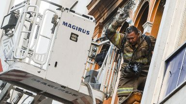 Três bombeiros morrem e 3 ficam feridos no combate a incêndio em boate