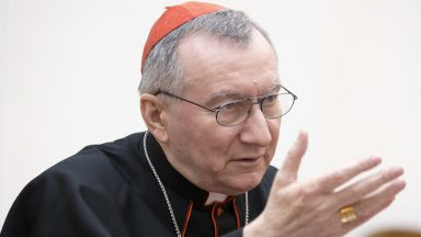 Confissão precisa ocupar um lugar central em nossa vida, diz Dom Parolin