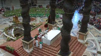 Encerramento do Sínodo: Católicos mais cristãos e humanos, pede Papa