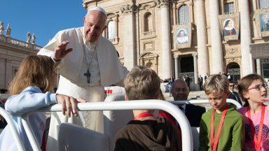 Papa aos fiéis: não ser um empecilho, mas facilitar a evangelização