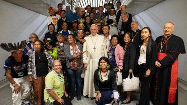 Sínodo para a Amazônia: Papa encontra grupo de indígenas