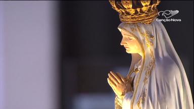 Fiéis de todo o mundo celebram o fim das peregrinações em Fátima