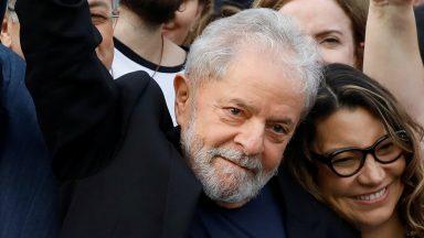 Após 19 meses preso, ex-presidente Lula é solto em Curitiba