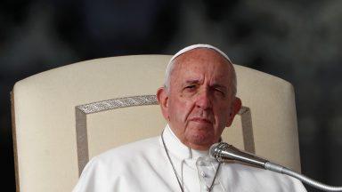 Direito de morrer não tem bases jurídicas, afirma Papa aos magistrados