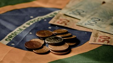 Medida Provisória fixa salário mínimo em R$ 1.039