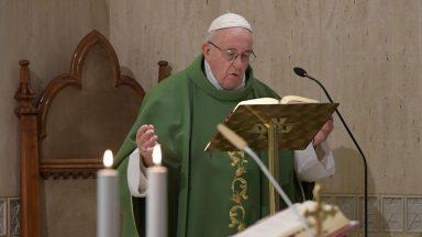 Papa: a morte é o abraço do Senhor e deve ser vivida com esperança