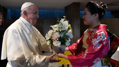 O Japão e o mundo precisam de vocês, diz Papa a jovens japoneses