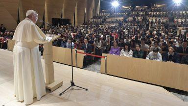 Papa na Universidade do Japão: priorizar os jovens e lembrar dos pobres