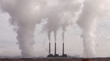Emissões de CO2 precisam cair 7,6% ao ano, alerta órgão da ONU