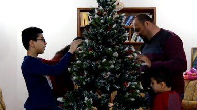 Na expectativa do Natal, cristãos iraquianos celebram reabertura de igreja