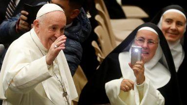 Montar o presépio é convidar Jesus para entrar na nossa vida, diz Papa
