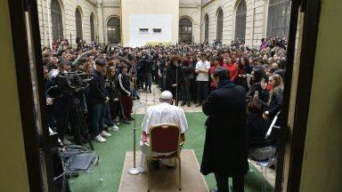 Brincar e sonhar leva oxigênio à alma, diz Papa a estudantes