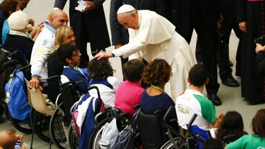 Papa: dar dignidade e participação às pessoas com deficiências