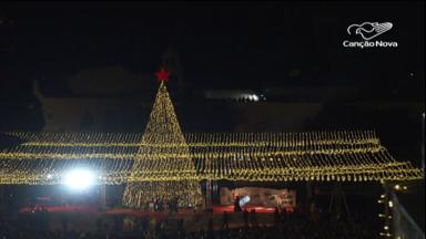 Em Belém, a Basílica da Natividade é toda iluminada para o Natal