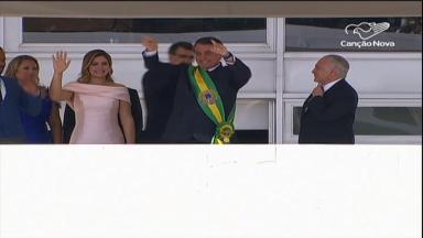 Com recuos, vitórias e discussões, Bolsonaro conclui primeiro ano