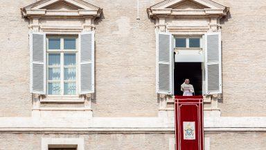 Papa no Angelus: acreditar no poder suave e extraordinário da oração