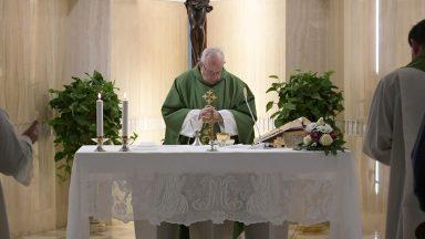 Oração simples comove Jesus, afirma Papa Francisco
