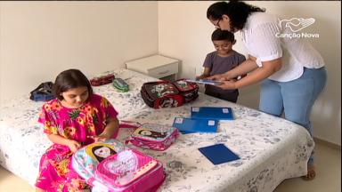 Férias não terminaram, mas pais se preparam para a volta às aulas