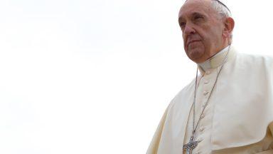 No desânimo, Deus nos abraça com amor infinito, diz Papa
