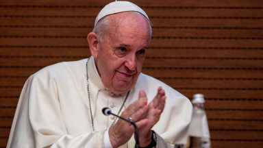 No Twitter, Papa Francisco envia mensagem pelo Dia do Padre