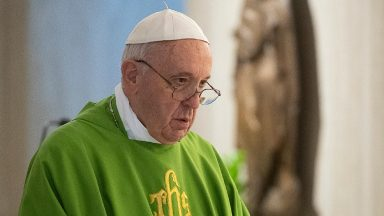 Servir sempre imitando Jesus Cristo, exorta Papa em missa