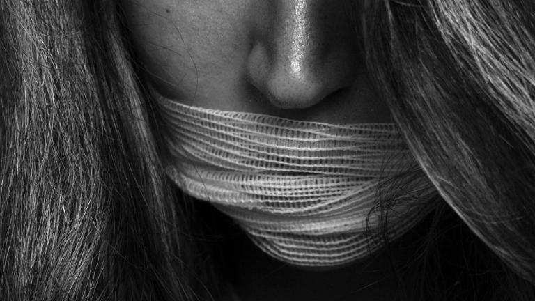 Economia não pode favorecer o tráfico de pessoas, adverte Papa