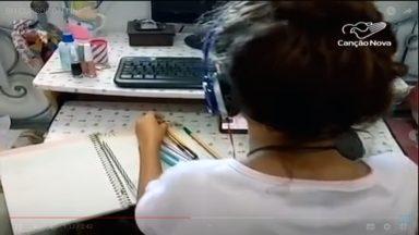 Para não perderem o ano letivo, alunos estudam de suas casas