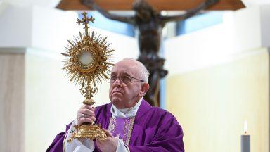 Pedir ao Senhor confiança e tolerância para vencer os medos, exorta Papa