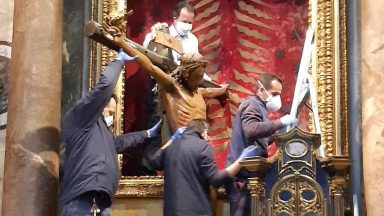 Crucifixo da Igreja de São Marcelo é levado ao Vaticano