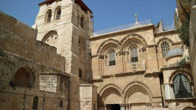 Fechada Basílica do Santo Sepulcro em Jerusalém