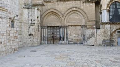 Basílica do Santo Sepulcro reabre as portas e recebe os fiéis locais