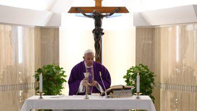 Papa reza por médicos e padres mortos na assistência a doentes de Covid-19